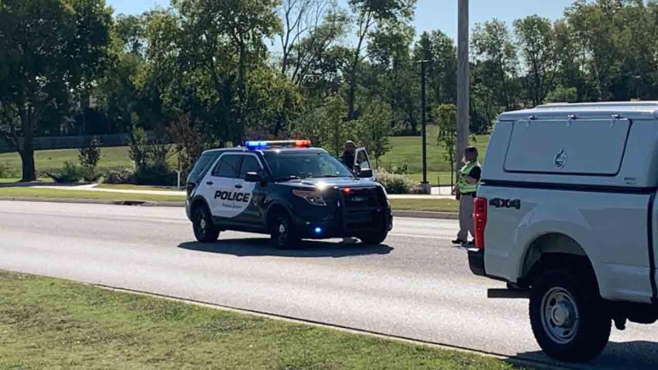 Broken Arrow Christmas Parade 2020 Man In Hospital After Being Hit By Vehicle In Broken Arrow
